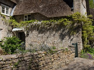 16th century thatched cottage in  Mells, one of the best villages in Somerset - Mells vacation rentals