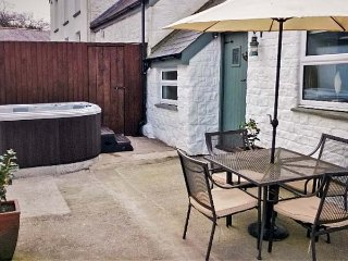 THE BARN AT WAUNLIPPA, barn conversion, ground floor, hot tub, near Narberth - Lampeter Velfrey vacation rentals