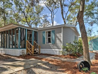NEW! 3BR Colonel's Island Cottage w/Screened Porch - Midway vacation rentals