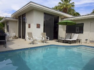 Perfect 2 bedroom Palm Springs Condo with Grill - Palm Springs vacation rentals