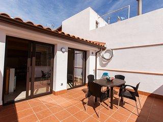 Spacious new apartment at the beach. Barcelona - Canet de Mar vacation rentals