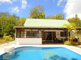 The Cottage, a wooden house with pool, very cozy, only 5 min by car to the beach - Coromandel vacation rentals