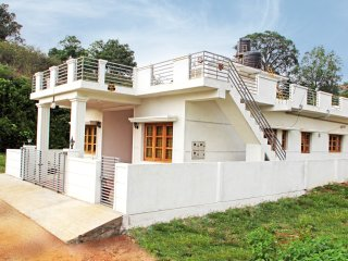 Cozy 3 bedroom House in Madikeri with Television - Madikeri vacation rentals