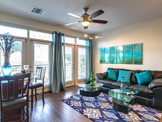 Stunning contemporary condo -walk to Old Town, fashion sq, canal , nightlife - Scottsdale vacation rentals
