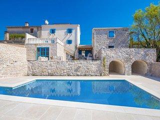 14001 Hervorragende luxuriöse Villa mit high class Designermöbeln eingerichtet - Rasopasno vacation rentals