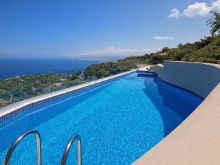 Omikron Seaview Villa, Rodia Heraklion Crete - Linoperamata vacation rentals