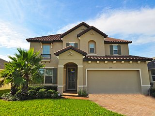 Gorgeous 7BR 6Bath pool home with game room & 4 King 2 Queen beds from $195/nt - Orlando vacation rentals