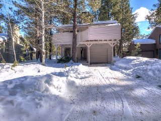 Coyote 7 is offering the 3rd night FREE Over Memorial Day Weekend!! - Sunriver vacation rentals