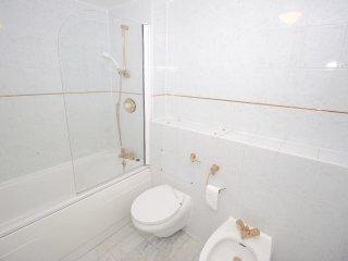 Spacious & Light 3 bed 2 bath Apartment St Johns Wood - London vacation rentals