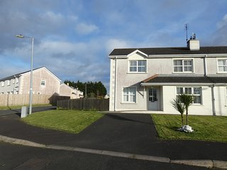 Nice 3 bedroom Carndonagh House with Satellite Or Cable TV - Carndonagh vacation rentals