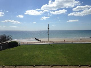 Beautiful family & pet friendly beach home. - Bognor Regis vacation rentals