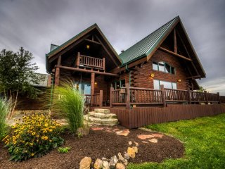 Luxury Log Cabin near Amish Country and Ohio Wineries - West Lafayette vacation rentals