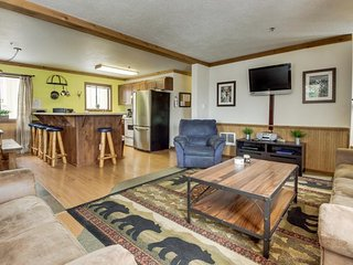 Large, dog-friendly home with a covered deck - close to skiing & Trillium Lake! - Government Camp vacation rentals