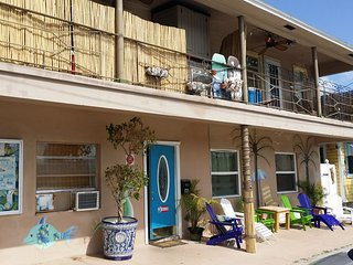 2 Bedroom Beach Apartment, Beach Block, Pets OK, Designer Kitchen - Clearwater vacation rentals