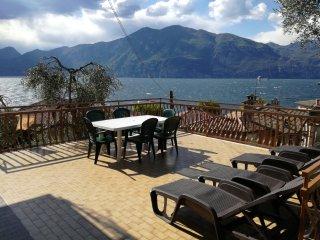 """""""FAMIGLIA CONSOLATI""""  90MQ   Lago di Garda - Castelletto di Brenzone vacation rentals"""
