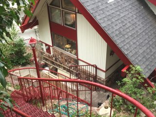 REMODELED and beautiful! LAKEFRONT CABIN-beach/JACUZZI11P - Lake Arrowhead vacation rentals