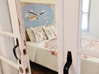 "Costa Beach'N Cottage & the ""Rain Forest Room"" (possible 4th bedroom) - Virginia Beach vacation rentals"
