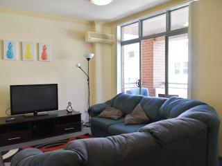 Deluxe 2 Bedrooms Apt in Darling Harbour. Free Parking (61) - Sydney vacation rentals