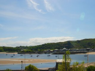 "No. 69 - ""Luxury apartment in an excellent location with sea views!"" - Deganwy vacation rentals"