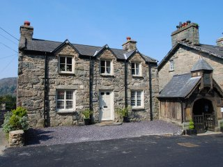 "Hilltop Cottage - ""A pretty cottage in a picture postcard village!"" - Maentwrog vacation rentals"