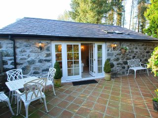"The Honey Pot - ""Unique, stylish interior in the heart of the Welsh - Garndolbenmaen vacation rentals"