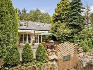 """Garden Cottage - """"A gorgeous cottage not far from the coast!"""" - Garndolbenmaen vacation rentals"""