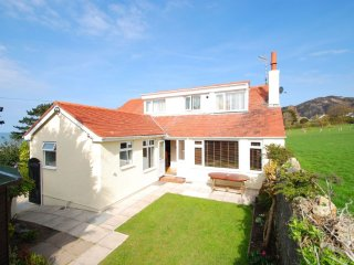 "Plas Arfon Cottage - ""Superb sea views, walk to the bar!"" - Dwygyfylchi vacation rentals"