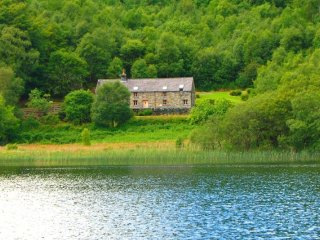 "Ty Newydd - ""A Luxurious lakeside retreat!"" - Conwy vacation rentals"