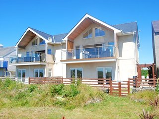 "Celyn Y Mor - ""A contemporary, modern house just a stroll from the beach!"" - Rhosneigr vacation rentals"