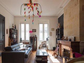 Ravissante maison bordelaise 12 personnes - chaleureuse et spacieuse - jardin - Bordeaux vacation rentals