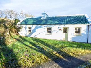 THE OLD HOUSE, detached, woodburner, off road parking, nr Foxford, Ref 950493 - Foxford vacation rentals