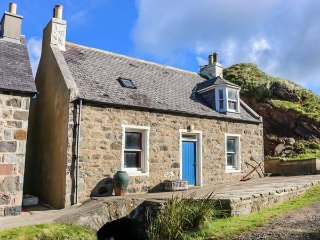 25 CROVIE VILLAGE, traditional cottage, peaceful retreat, woodburning stove - Crovie vacation rentals