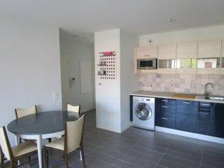 Résidence Camieta - appartement neuf à deux pas des commerces - Urrugne vacation rentals