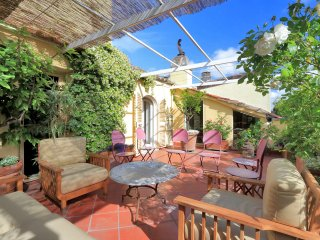 Bella Roma - Ideal for Couples and Families, Beautiful Pool and Beach - Vatican City vacation rentals