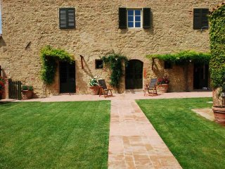 Valente - Ideal for Couples and Families, Beautiful Pool and Beach - Val d'Orcia vacation rentals