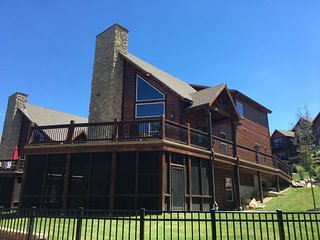 New Luxury Lakefront Lodge~Free Amenities~Huge Pool & Lazy River~2 Miles to Sdc! - Branson vacation rentals
