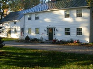 Comfortable 4 bedroom Farmhouse Barn in Shaftsbury - Shaftsbury vacation rentals