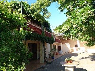 Nice 1 bedroom Gite in Raphele-les-Arles - Raphele-les-Arles vacation rentals