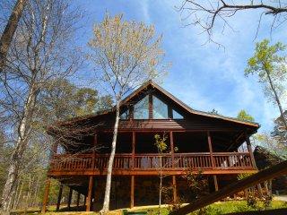 LUXURY CABIN Pool, GameRoom, Hot Tub, Wifi, close to Attractions & Restaurants - Gatlinburg vacation rentals