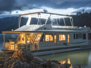 5 bedroom Houseboat with Deck in Shasta Lake - Shasta Lake vacation rentals