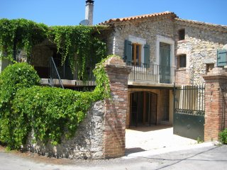 Lovely rural farmhouse, four bedrooms, swimming pool, spacious and well-equipped - Tornac vacation rentals