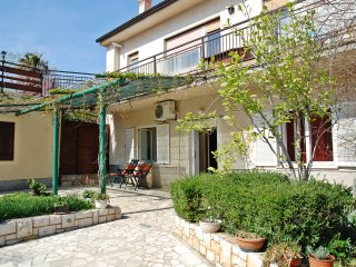 FAMILY APARTMENT WITH PRIVATE GARDEN - Liznjan vacation rentals