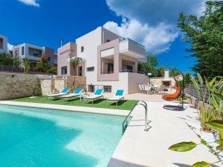 Beautiful Villa with Deck and Internet Access - Daratso vacation rentals