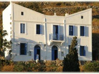Beautiful 2 bedroom Nísyros or Syros Villa with A/C - Nísyros or Syros vacation rentals