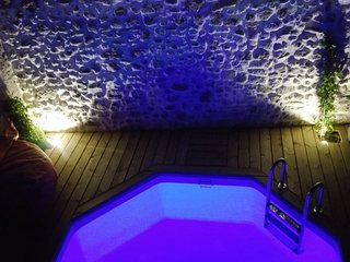 Maison Maroc - private courtyard pool, terrace, hot tub, 3 bedrooms, 2 bathrooms - Pouzolles vacation rentals