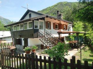 Casa Carla villetta indipendente con giardino privato vicino al lago - Ledro vacation rentals