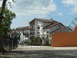 2 pièces rénové, clair et calme situé au centre de Cambo et proche des Thermes - Cambo les Bains vacation rentals