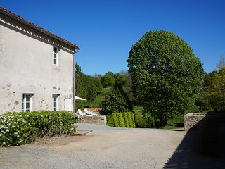 Logis 4 étoiles à 10 min du Puy du Fou : L'Escale du Bocage - La Flocelliere vacation rentals