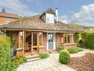 WESTDALE, detached, woodburner, WiFi, gardens, nr Great Malvern, Ref 918839 - Malvern vacation rentals