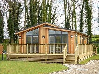 SQUIRREL LODGE, all ground floor luxury lodge, walks from the door, Gargrave - Gargrave vacation rentals